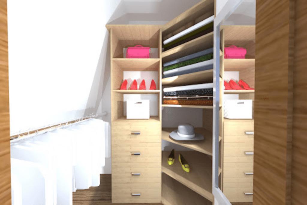 Mała garderoba pod skosami