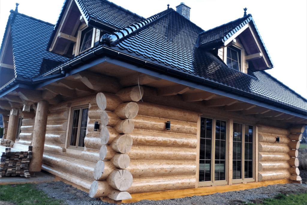 Dom z bali okrągłych