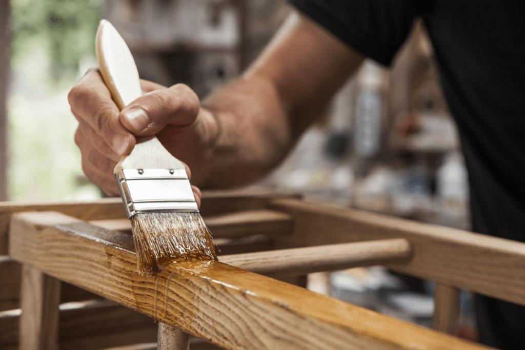 Malowanie mebli drewnianych