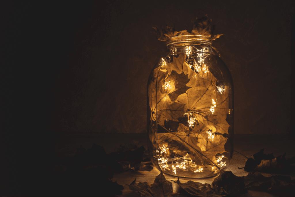 ozdobiony lampion ze słoika