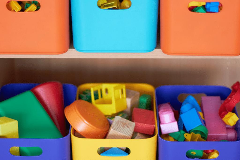 Zabawki w pojemniku