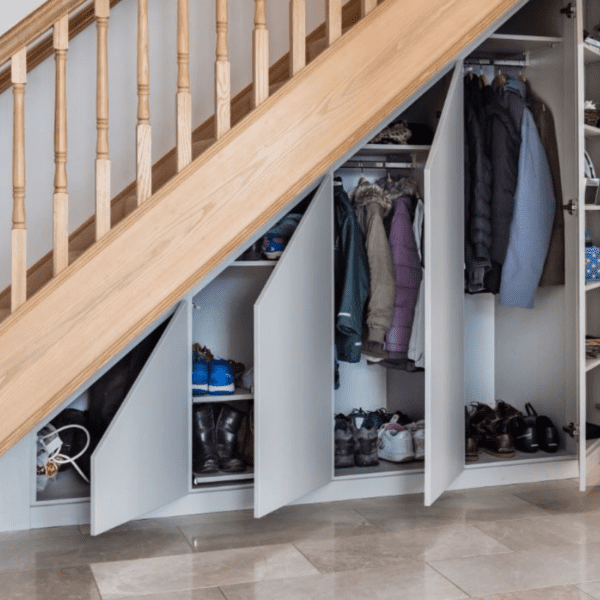 szafa pod schodami