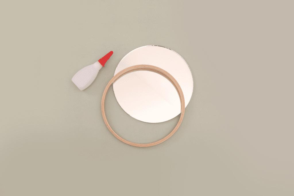 Jak ozdobić lustro bez ramy