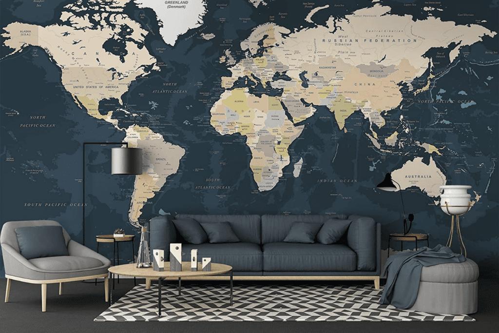 salon z tapetą z wzorem mapy