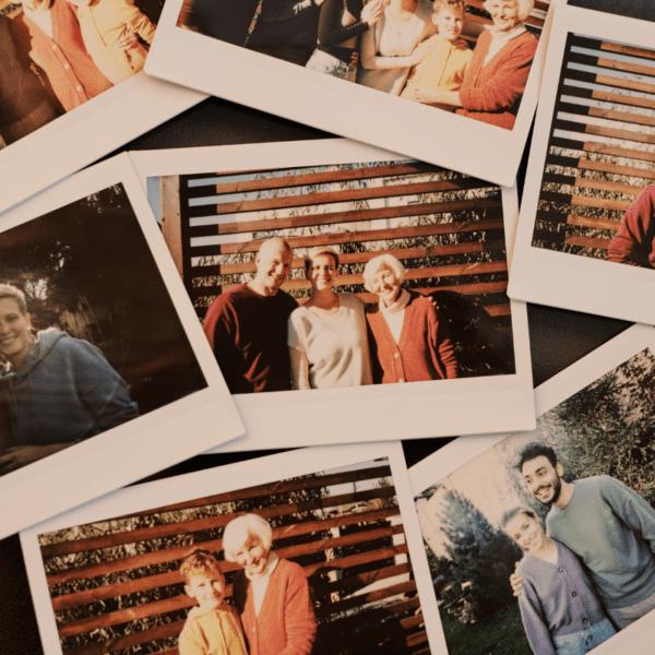 Zdjęcia na ścianie w domu