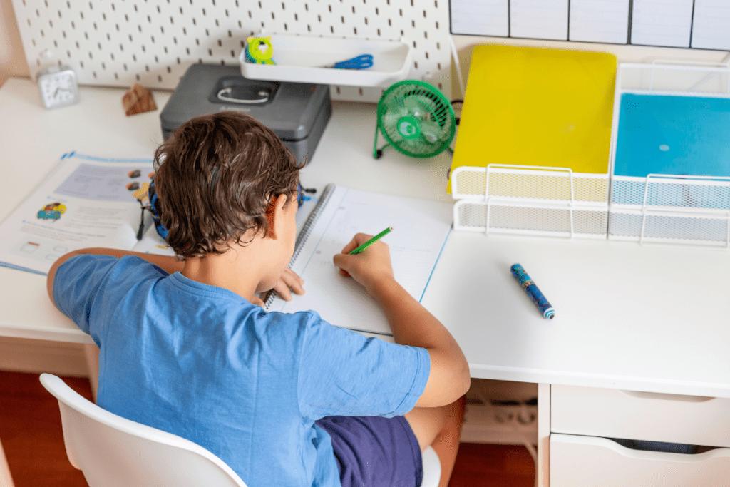 jakie krzesło do biurka dla dziecka