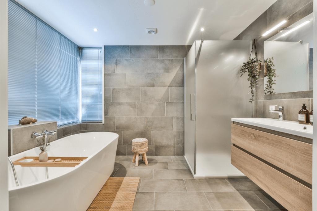 aranżacje łazienek z wanną i prysznicem
