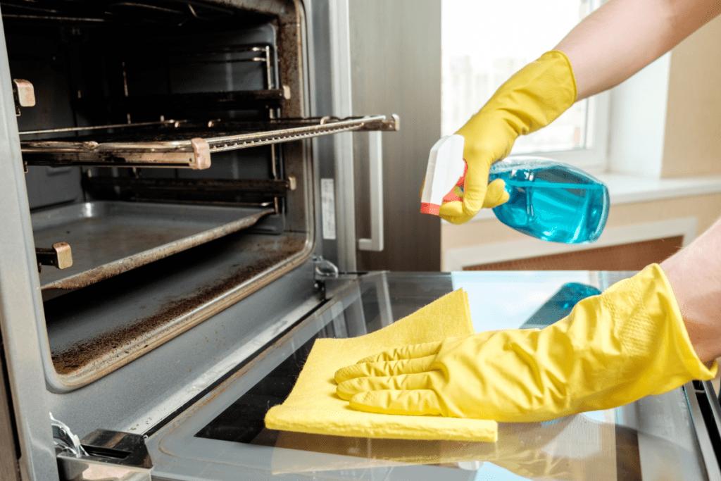 czyszczenie piekarnika detergentami