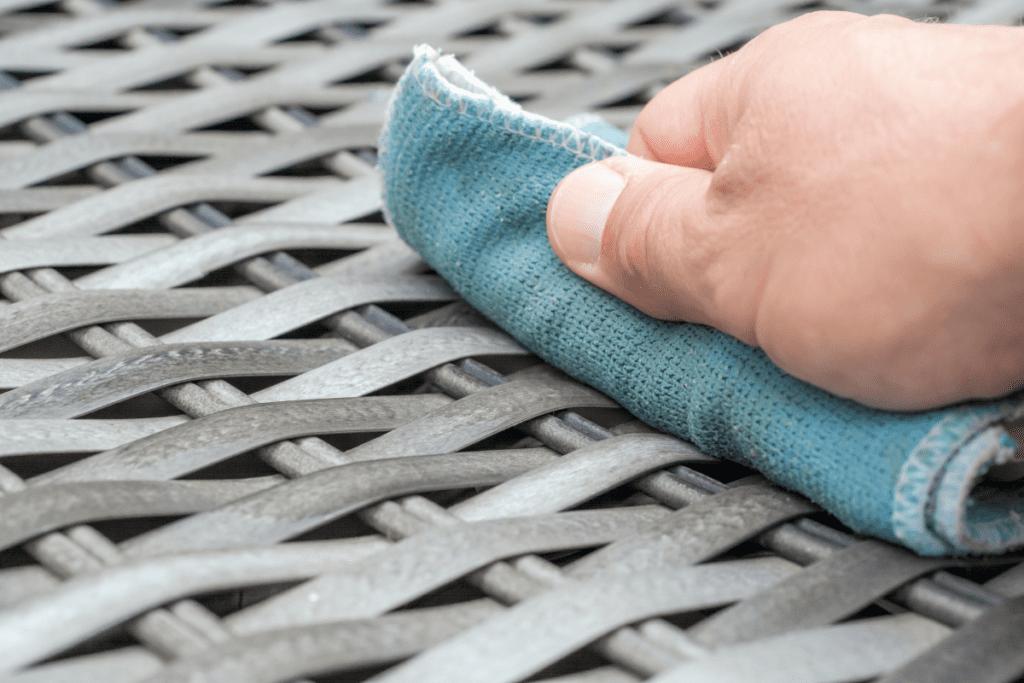 czyszczenie mebli ratanowych