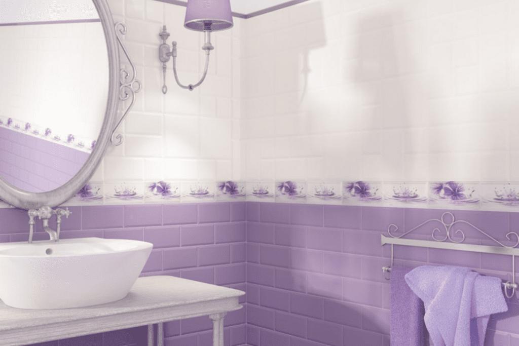 Płytki lawendowe w łazience