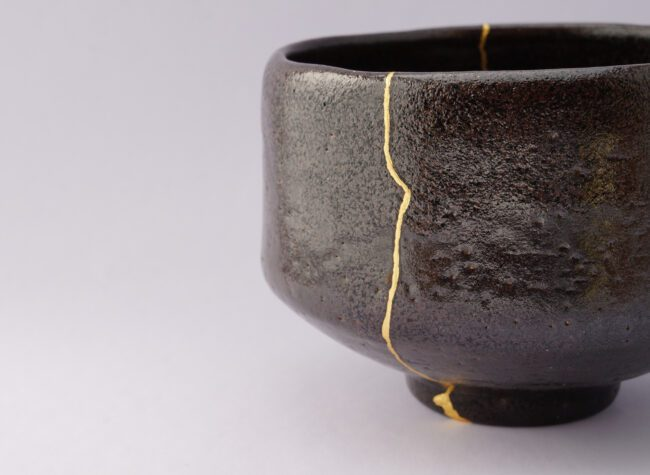 kintsugi naprawa ceramiki złotem